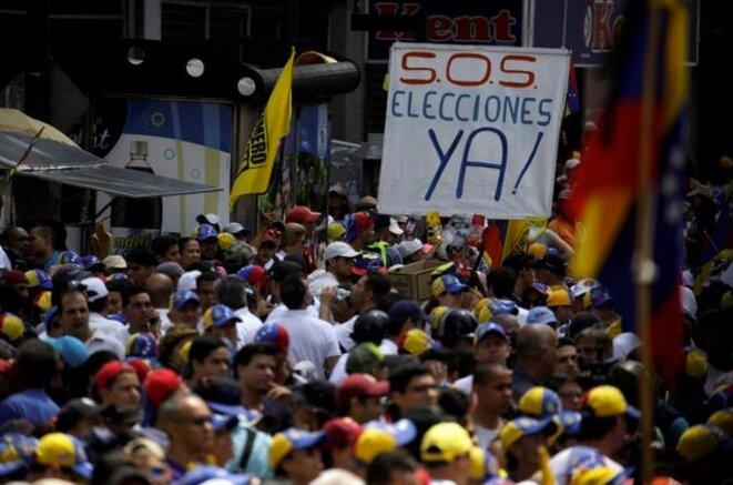 Manifestation pour demander la tenue d'élections anticipées © Reuters