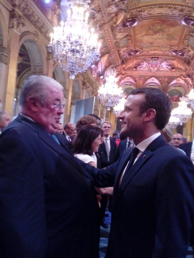 Daniel Vaillant et Emmanuel Macron - le 14 mai 2017 Hôtel de Ville de Paris