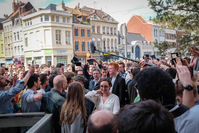 Jean-Luc Mélenchon, venu soutenir son candidat, Adrien Quatennens (à sa gauche) © L.E.