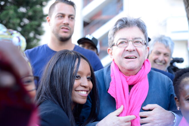 Sarah Soilihi et Jean-Luc Mélenchon en campagne aux Rosiers, le 18 mai 2017. © LF