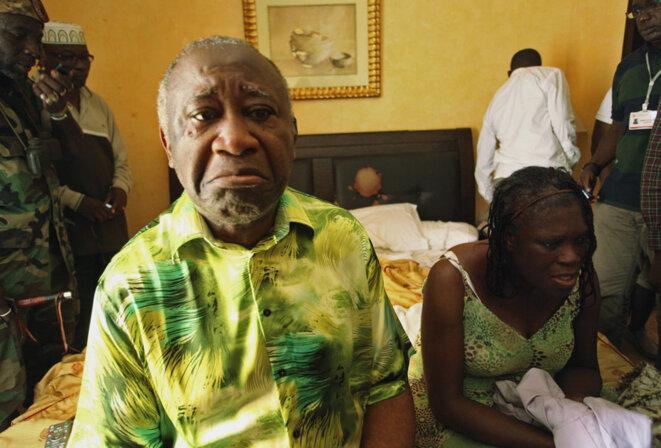 Laurent Gbagbo, et son épouse Simone, arrêtés le 11 avril 2011. © Reuters
