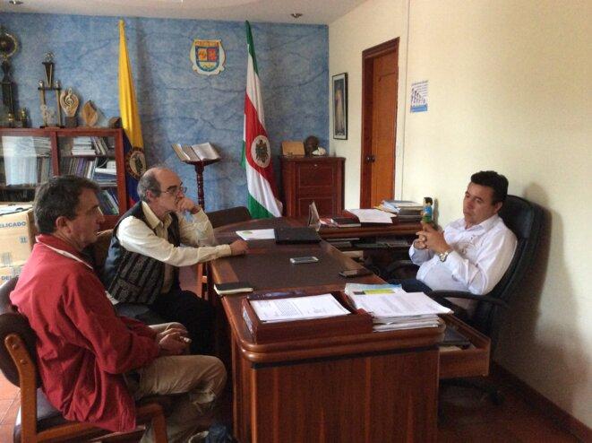 Entretien avec Felix Sierra, maire de Tinjacá, dans son bureau