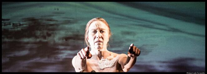 Aux Bouffes du Nord, Valérie Dréville est une Médée-Matériau douloureuse et fascinante © Jean-Louis Fernandez