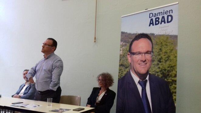 Le député sortant LR Damien Abad vend son programme. Saint-Rambert-en-Bugey, 6 juin 2017