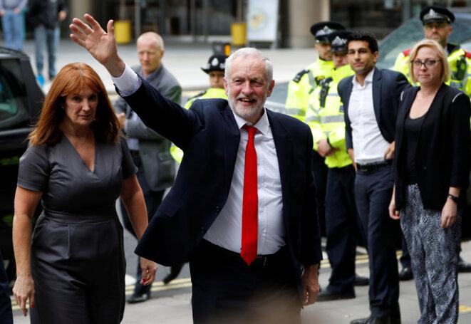 Jeremy Corbyn arrive au siège du Labour, vendredi 9 juin 2017 © Reuters