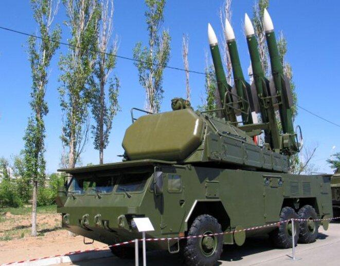 Le Buk-M1. Système antiaérien polyvalent mobile russe de moyenne portée. Image Wikipedia.