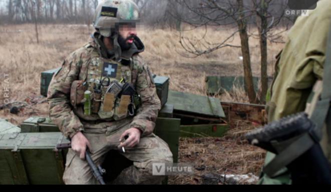 Benjamin F. fonctionnait dans une unité formée de volontaires qui prenait part aux hostilités aux abords de l'aéroport de Donetsk. Capture écran vidéo Die Presse.