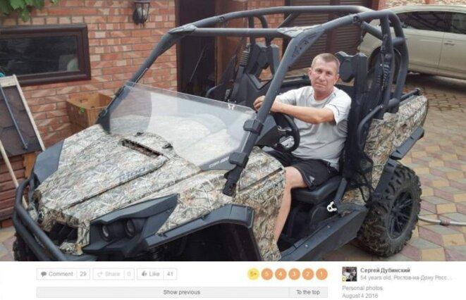 Sergey Dubinsky posant dans un Can-Am Commander XT. Une photo probablement prise devant sa maison. Photo téléchargée le 4 août 2016. Source : Bellingcat.
