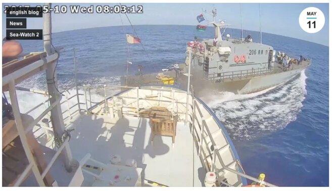 Le 10 mai 2017, les garde-côtes libyens mettent en péril l'embarcation de sauvetage de l'ONG Sea Watch (regarder la vidéo ci-dessous) © Sea Watch