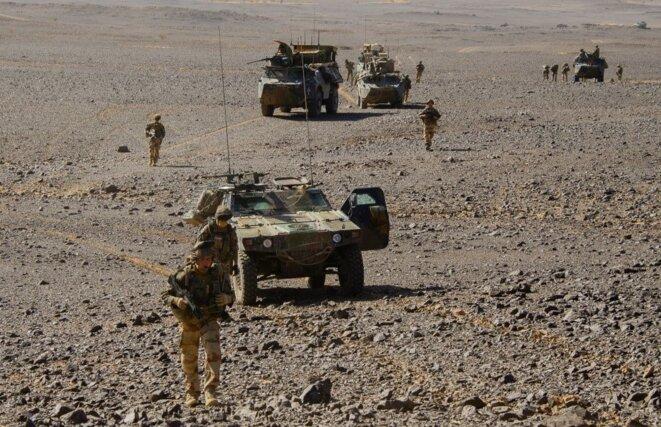 """Patrouille française de l'opération """"Barkhane"""" au Sahel"""