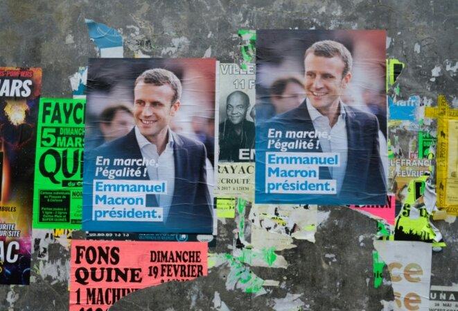 affiches-electorales-d-emmanuel-macron-le-18-mars-2017-a-beduer-pres-de-fige