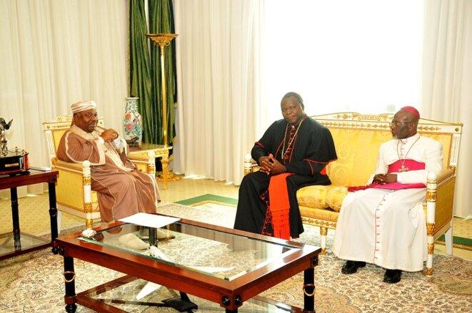 Audience. S.E ABO et le cardinal Dieudonné NZAPALAINGA archevêque de Bangui accompagné de Mgr Basile MVE ENGONE du Gabon