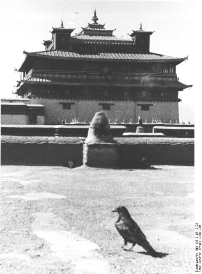 bundesarchiv-bild-135-s-15-17-03-tibetexpedition-kloster-samye