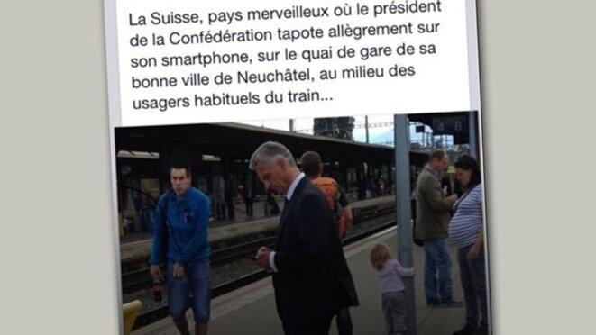Photo de Didier Burkhalte alors président de la Confédération prise à son insu en septembre 2014 sur un quai de gare, au centre d'un véritable buzz mondial sur Twitter. © Serge Jubin/Facebook.
