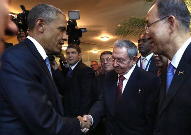 Rencontre entre Barack Obama et Raul Castro, le 10 avril 2015. © Reuters