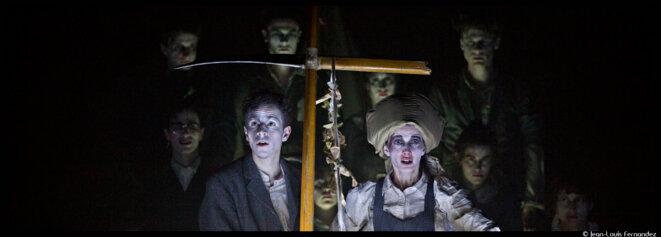 Aux Ateliers Berthier, Thomas Jolly fait voguer les comédiens du TNS sur le singulier et funeste Radeau de la Méduse © Jean-Louis Fernandez