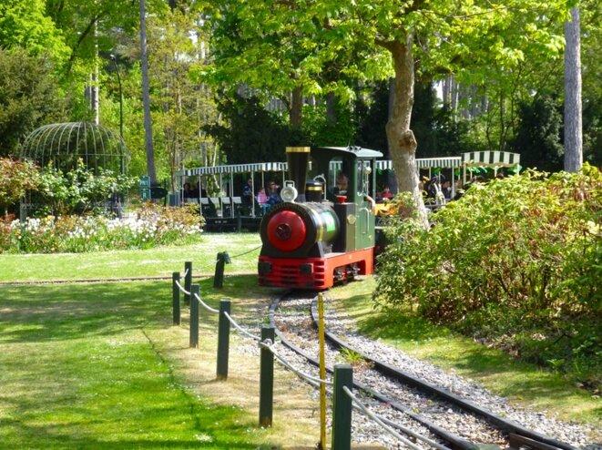 Le petit train du Jardin d'acclimatation © DR