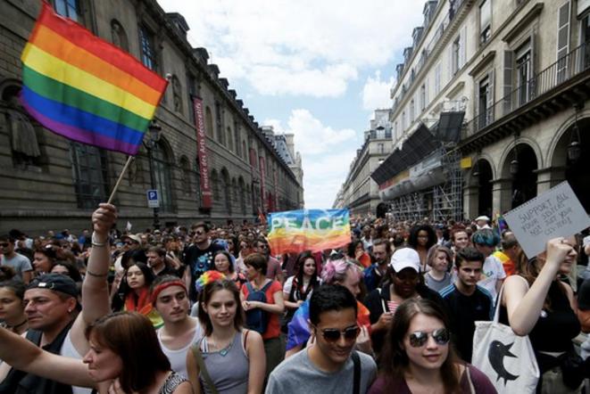 À la Marche des fiertés de Paris, ce samedi 24 juin, le slogan était « PMA pour toutes » © Reuters