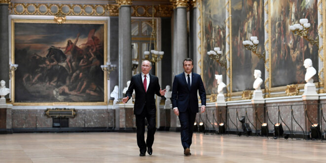 Vladimir Poutine et Emmanuel Macron à Versailles le 29 mai © Reuters
