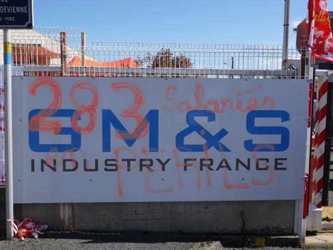 A l'entrée de l'usine de La Souterraine, le 16 mai. © D.I.