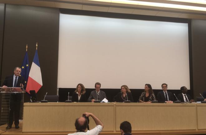 Mardi, à l'Assemblée nationale, Richard Ferrand présente le bureau du groupe LREM © Mathieu Magnaudeix