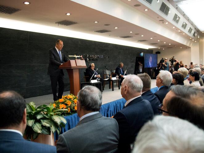 Le ministre russe des Affaires étrangères, Sergueï Lavrov, répondait aux questions des journalistes lors du Primakov Readings International Forum à Moscou, le 30 juin. Image Ministère russe des Affaires étrangères.