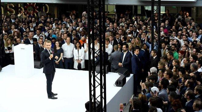 Macron et des gens
