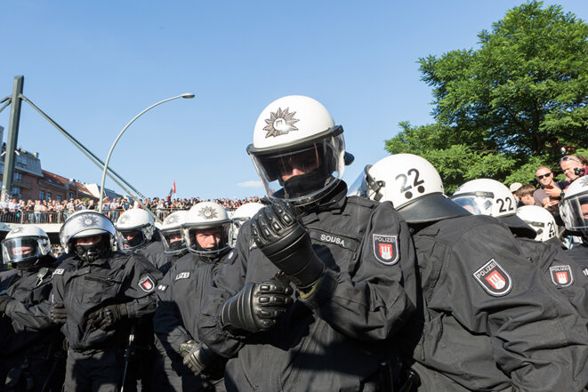 Policiers à Hambourg jeudi 6 juillet © Yann Levy / Hans Lucas