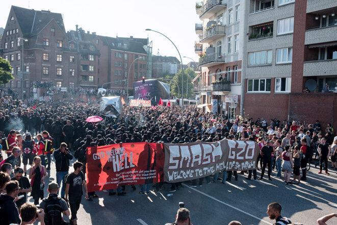 Au départ de la manifestation Welcome to hell © Yann Levy / Hans Lucas