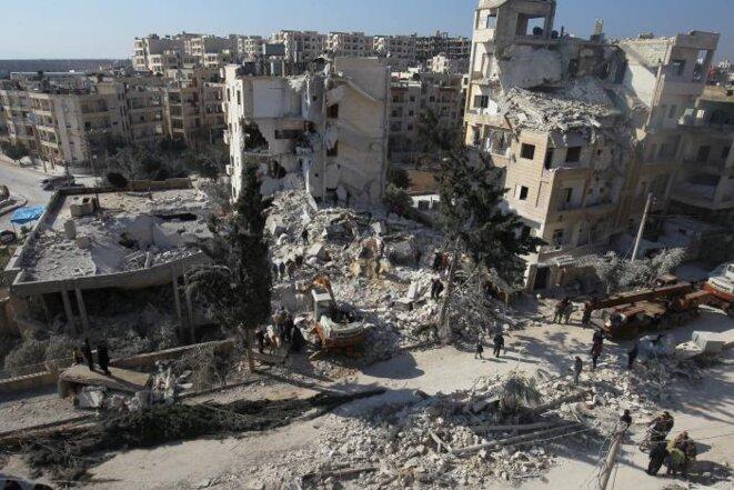 © La ville d'Idlib touchée par un bombardement aérien attribué à des avions russes le 7 février 2017. L'attaque avait fait au moins trente morts parmi les civils.