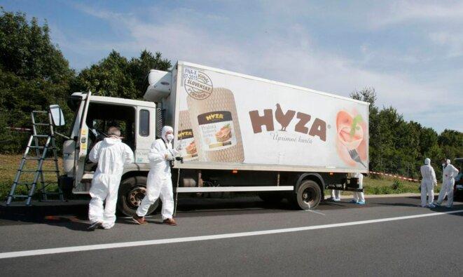 Le camion où ont péri par asphyxie les 71 réfugiés © Reuters