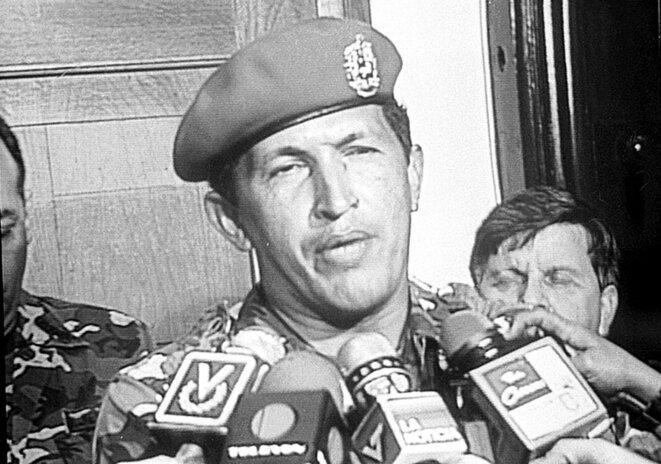 Hugo Chavez en 1992, annonçant l'échec de l'insurrection aux médias
