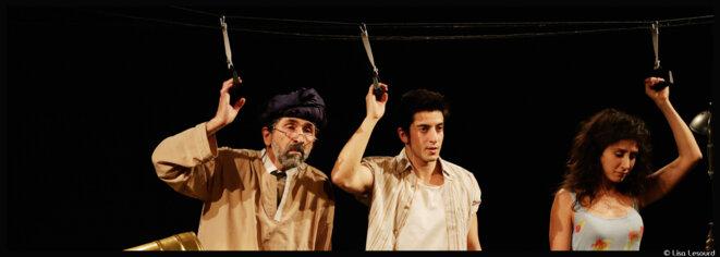 Au théâtre des Béliers Avignon, laissez vous tenter et découvrir qui obtiendra La main de Leïla © Lisa Lesourd