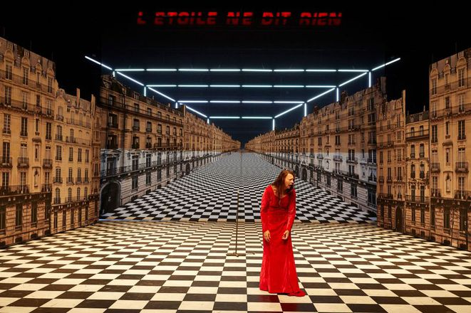"""scène de=u spectacle  """"Les Parisiens"""" © Christophe Raynaud de Lage"""
