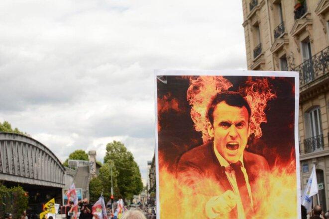 """Manifestation """"Front Social"""", bloquée par la police au métro La Chapelle"""