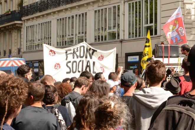 """Manifestation """"Front Social"""", vers le métro la Chapelle"""