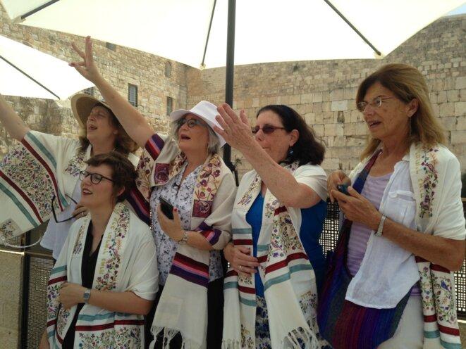 Des membres de l'association Les Femmes du Mur manifestent © (CD)