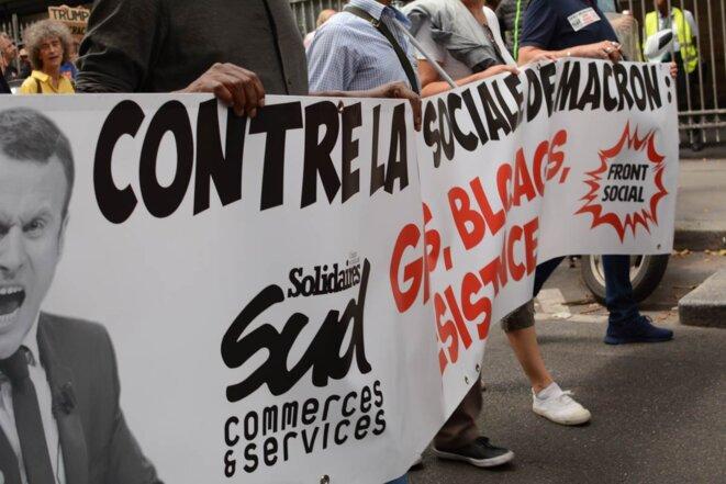 """Manifestation """"Front Social"""". Banderole """"Contre la guerre sociale"""""""