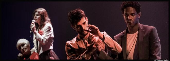 Pierre Notte met le feu au Théâtre du Balcon avec sa pièce vibrante et absurde hommage à Satie © Thomas Bartel