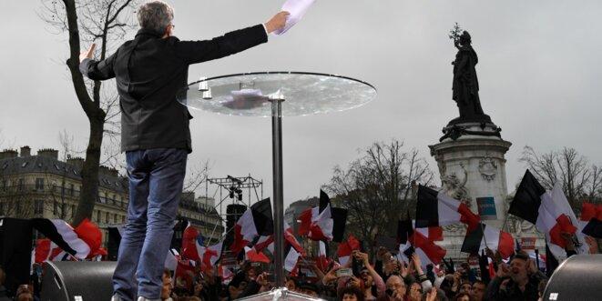 marche-pour-une-6e-republique-jean-luc-melenchon-exhorte-ses-militants-a-l-insoumission