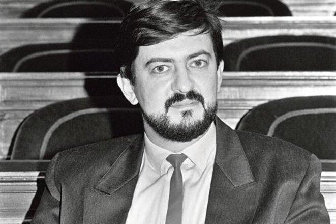 Mélenchon jeune sénateur en cravate insoumise