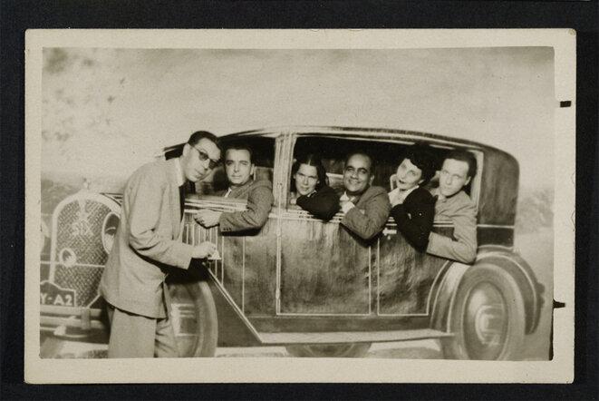 Henri Calet à la foire de la Bastille avec des amis, à la fin des années 1930 © Bibliothèque littéraire Jacques Doucet