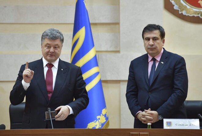 Le président ukrainien Petro Porochenko (à gauche) et Mikhaïl Saakachvili. Des destins qui s'écartent. Photo archive.