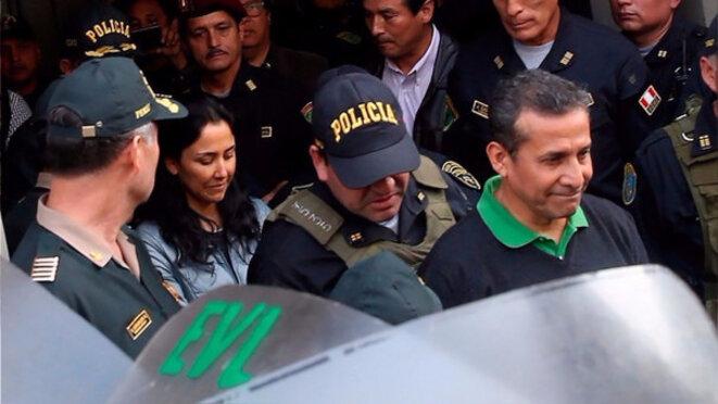 L'ancien président Ollanta Humala, suivi par sa femme, après l'annonce de leur incarcération, le 14 juillet. © DR