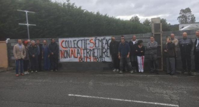 Le Collectif Séméac mure l'entrée du futur centre d'accueil pour migrants