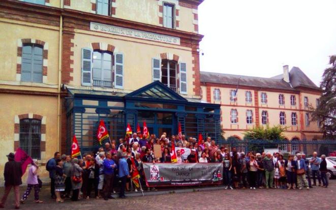 Rassemblement de la société civile devant la préfecture des Hautes-Pyrénées