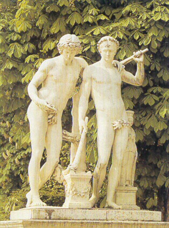 Castor et Pollux, Les Dioscures, les deux fils jumeaux de Jupiter, symbole de la complicité masculine. Antoine Coysevox, 1712, d'après une statue antique de la collection de la reine Christine de Suède, puis du roi d'Espagne. Jardins de Versailles