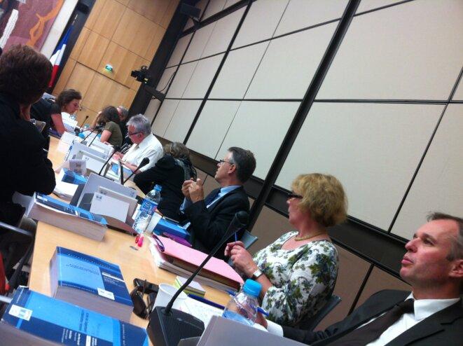 Députés au travail en salle de commission des affaires économiques © F. Guerrien