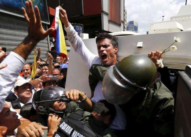 Leopoldo Lopez le 12 février lorsqu'il se rend, l'image fera le tour des médias