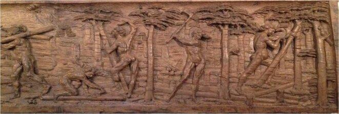 Bas-reliefs en bois de l'Hôtel de l'île du Brésil (détail). Abattage, dégrossissage et transport des grumes de pau-brasil © BRL